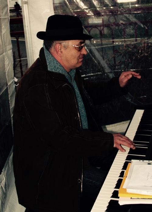 Jean-Luc - piano, basse et cours d'ensemble  (groupe musical de jeunes), professeur à l'IMA (Initiative Musique Amateur)