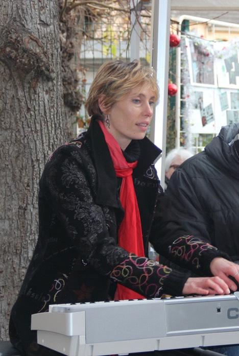 Laurianne - éveil musical, piano, flûte à bec et irlandaise, professeur à l'IMA (Initiative Musique Amateur)