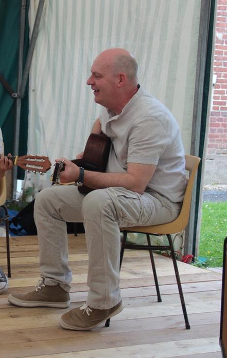 Romuald, guitare et basse, professeur à l'IMA (Initiative Musique Amateur)