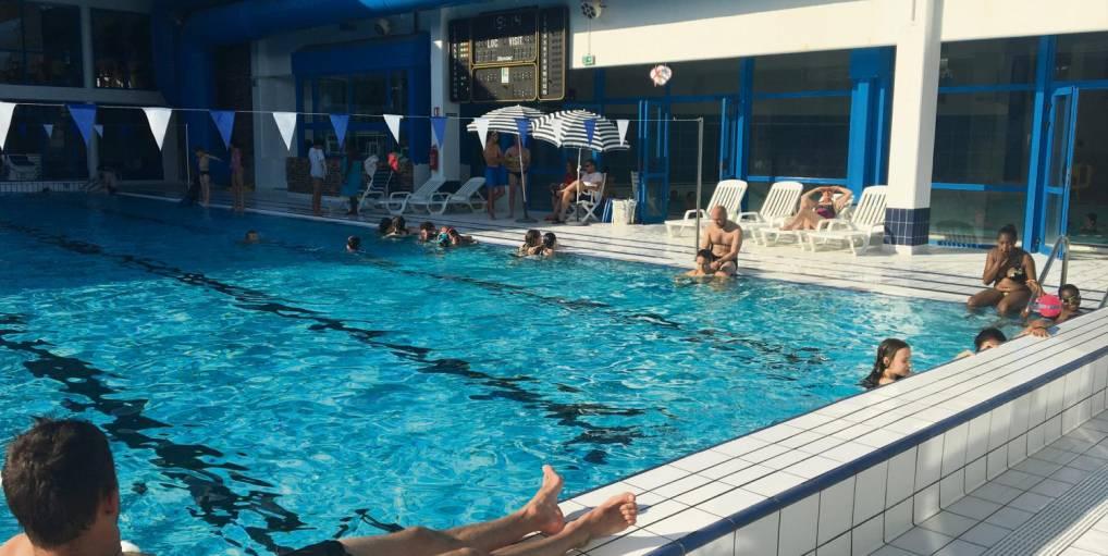 la piscine de Val-de-Reuil en été