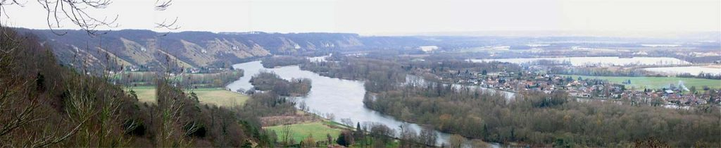 un panorama de la côte des deux amants, qui surplombe les lacs de Poses, à la confluence de l'Eure et de la Seine