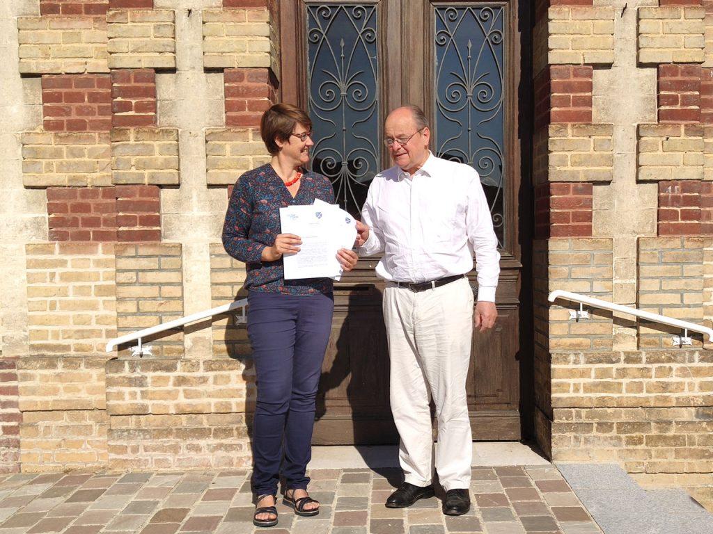 Bernard Leroy et Laetitia Sanchez signent une convention pour aider les commerces victimes du covid