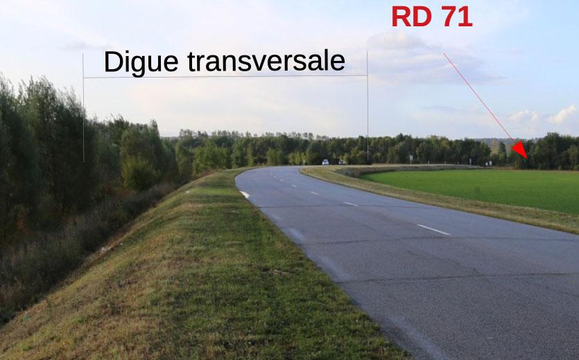 La digue transversale se compose de la RD 110 et de la RD 71