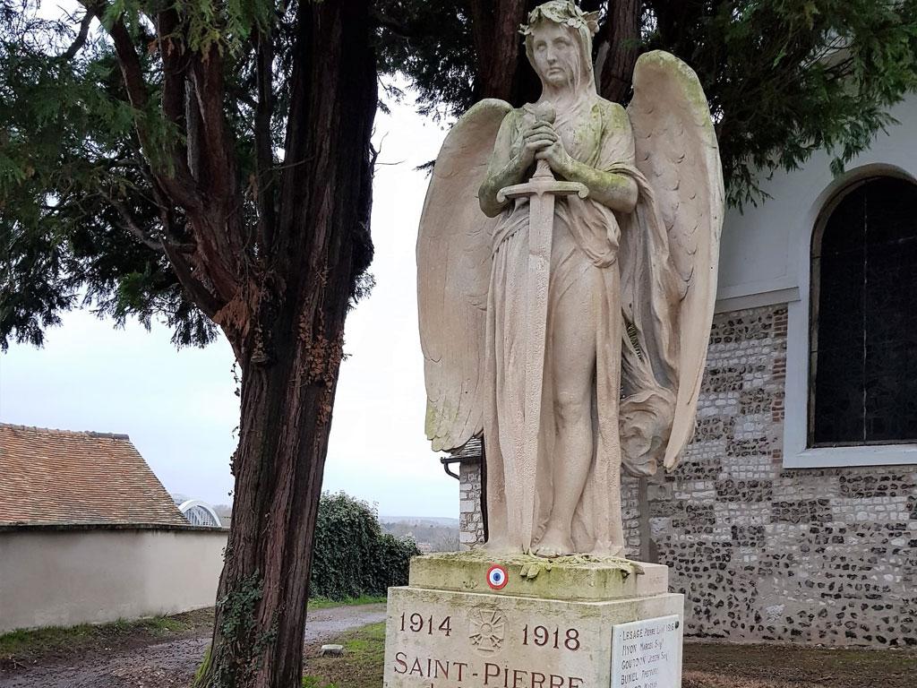 Victoire aux ailes repliées à Saint-Pierre du Vauvray